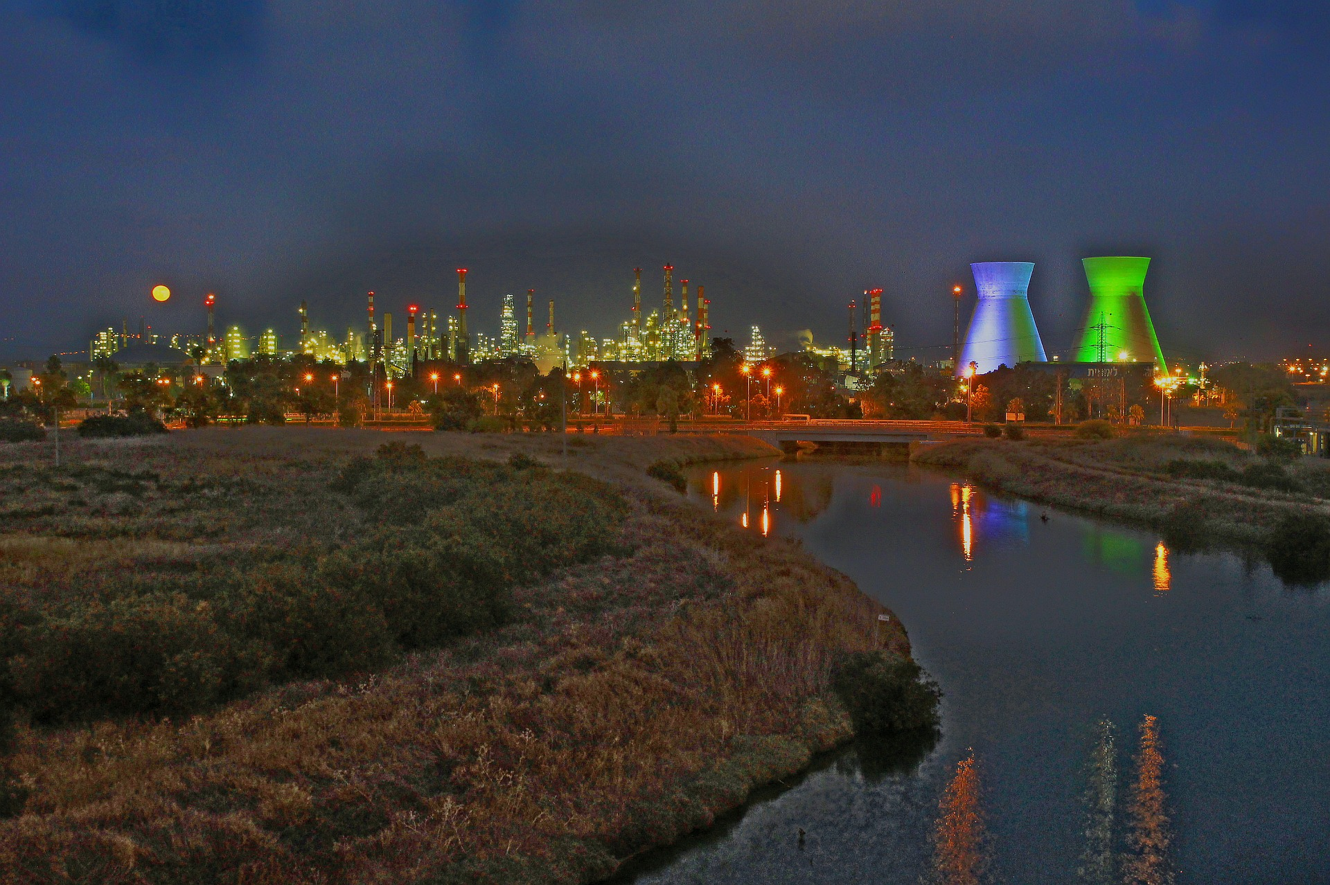refineries-500880_1920